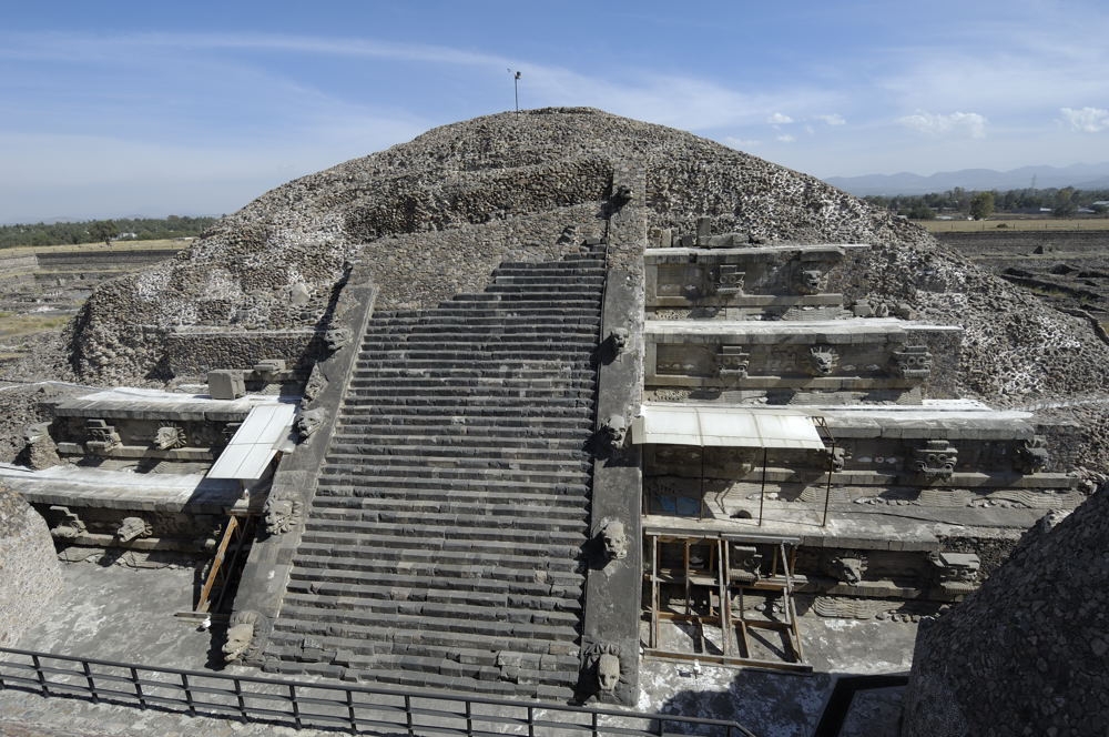 analysis of the city and culture of teotihuacan Teotihuacan, the largest city in mesoamerica during the classic period, developed a complex urban civilization however, no written histories of teotihuacan are known, and no true writing system is.